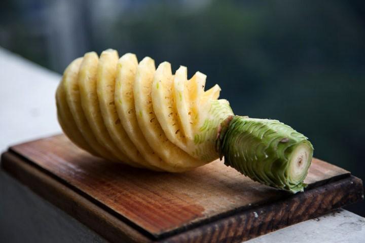 Pineapple cut the filipino way © Quentin Gaudillière