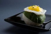 Temari sushi with quail egg © Quentin Gaudillière