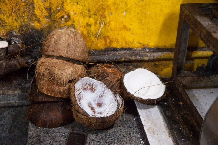 Coconut opened to make coconut milk © Quentin Gaudillière