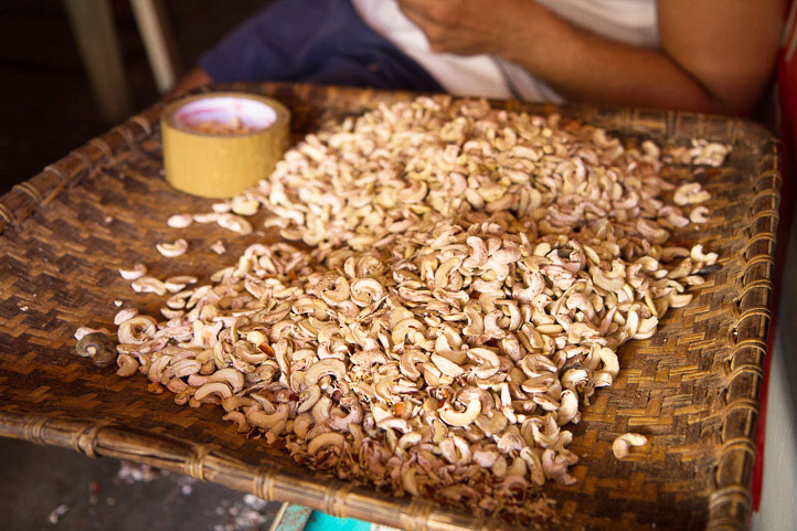 Second extraction of the cashews © Camille Oger