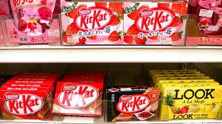 Kit kat strawberry and Kit Kat azuki © Camille Oger