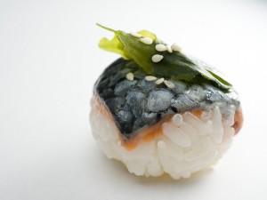 Temari sushi peau de saumon crue