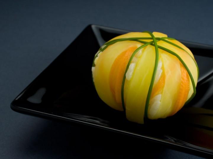Temari sushi daikon, carotte et ciboulette © Quentin Gaudillière