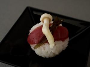Temari sushi au thon, champignon et kombu