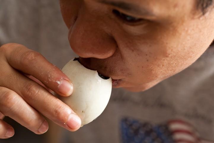Al buvant le jus du balut © Quentin Gaudillière