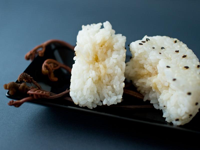 Découpe de l'onigiri au topinambour © Camille Oger