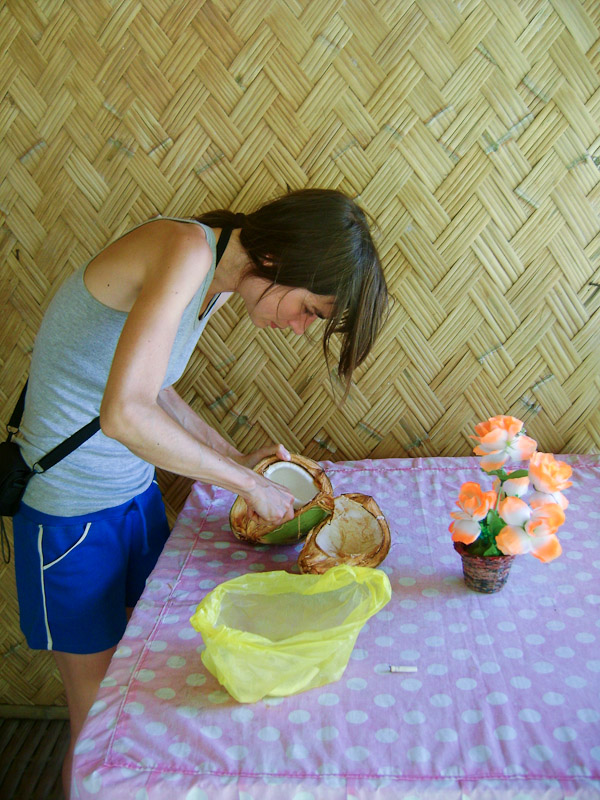 Preparing a coconut to eat it like a fruit © Julien Morello