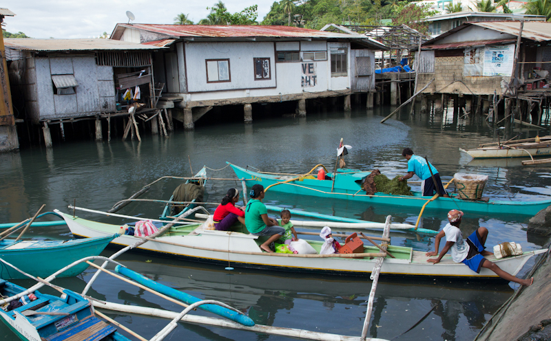 Hauling the lato to Coron Town © Camille Oger