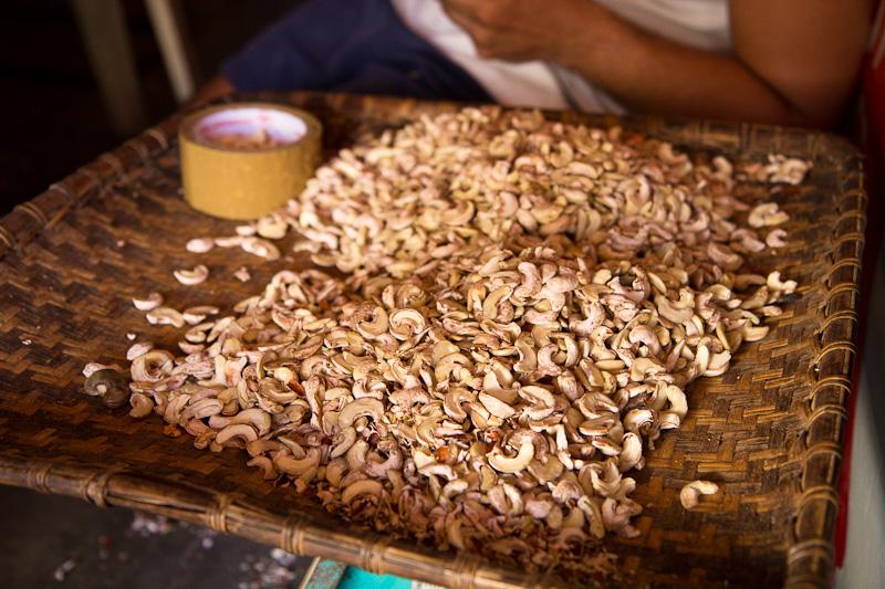 Deuxième extraction des cajous © Camille Oger