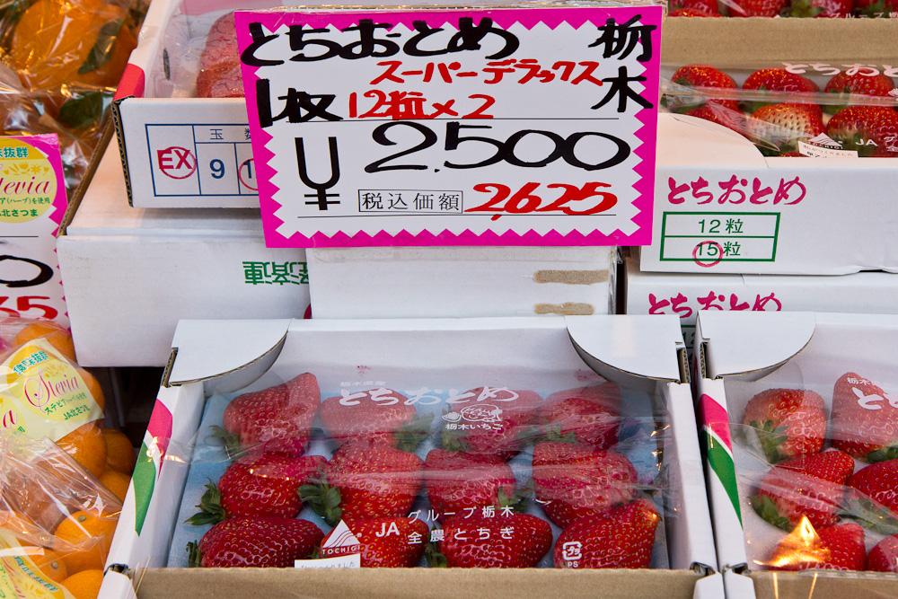 12 fraises pour 2625 yens, soit 25 euros © Camille Oger