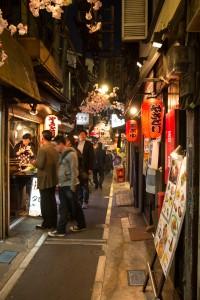 Omoide Yokocho, la rue des yakitori © Camille Oger