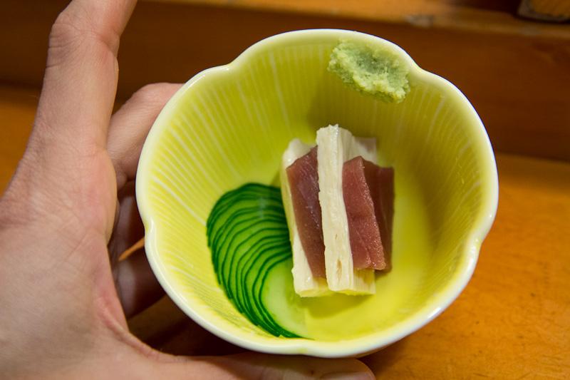 Sashimi thon et peau de tofu au concombre © Camille Oger