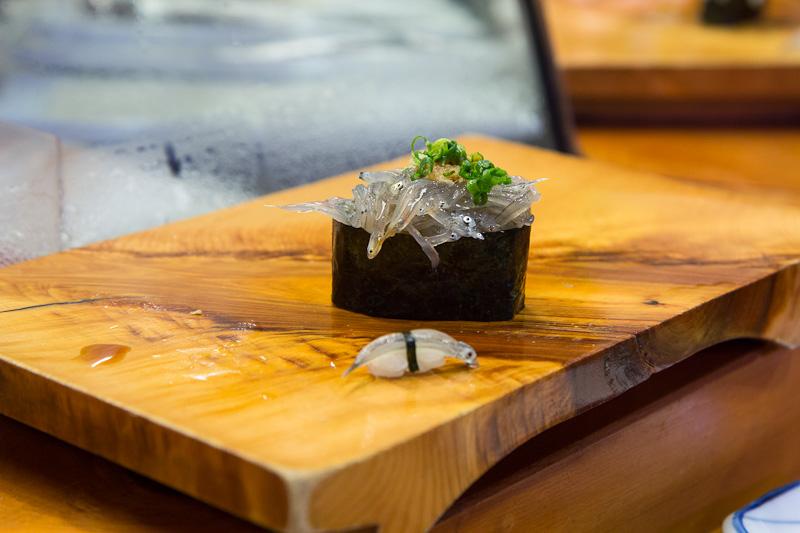 Gunkan maki alevins de sardines et micro-nigiri © Camille Oger