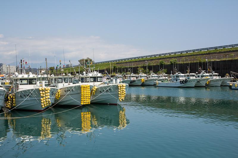 Tous les bateaux de pêche de Yui bien rangés © Camille Oger