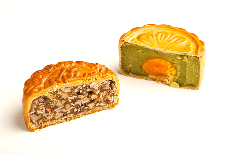 A gauche, gâteau de lune aux cinq noix, à droite, au pandan © Quentin Gaudillière
