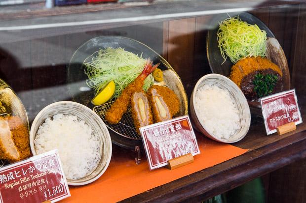 Sampuru classiques de croquettes, curry et tempura © Camille Oger