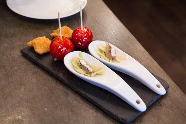 Ravioles au potiron, tomates cerise façon pomme d'amour, anchois marinés © Camille Oger