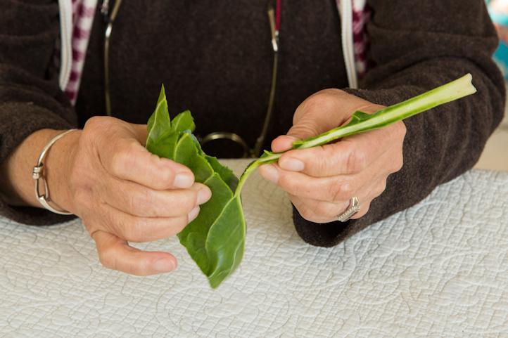 Méthode pour retirer les côtes de blettes © Camille Oger