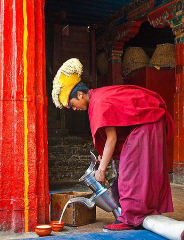 Service du thé au monastère du Tashilhunpo © Antoine Taveneaux