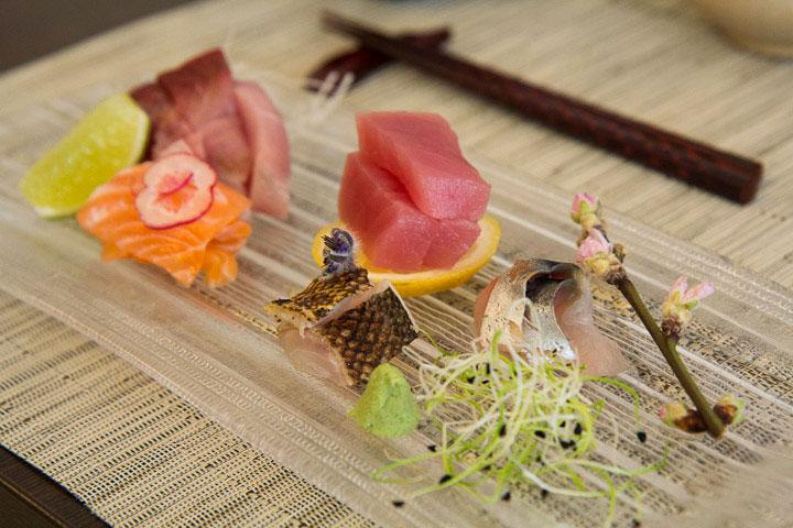 Sashimi de maquereau, bar, thon, saumon et bonite © Camille Oger