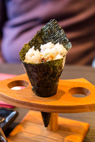 Temaki à l'anguille © Camille Oger