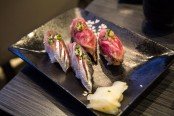 Sushi de sardine et de wagyu chez Izumi, Paris  Camille Oger