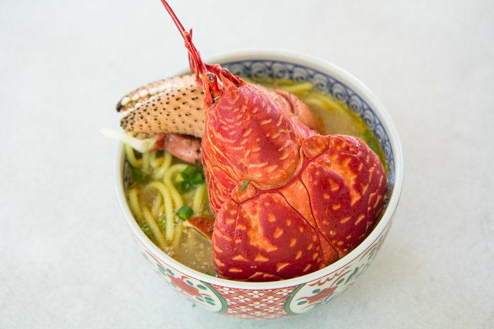 Yashigani soba, soupe de nouilles au crabe de cocotier © Camille Oger