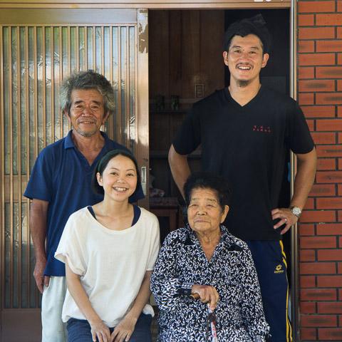 La famille Miyaki : Masahiro, Hajimete, Haruma et la maman de Masahiro © Camille Oger