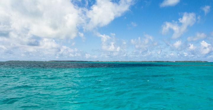 Kuroshima, affleurant à peine à la surface du Pacifique © Camille Oger