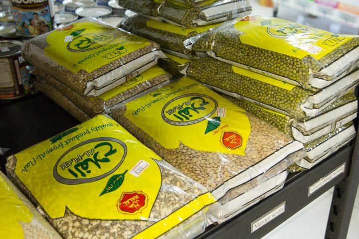 Produits halal au magasin © Camille Oger
