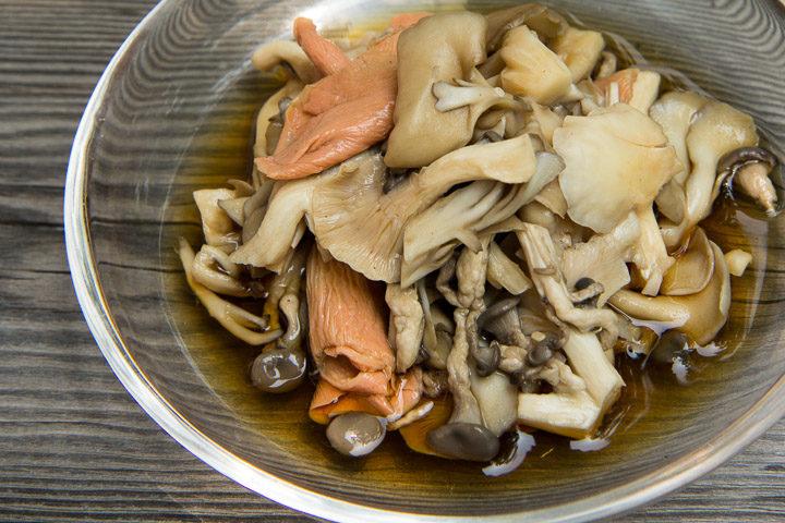 Ohitashi de pleurotes, champignons marinés à la japonaise © Camille Oger