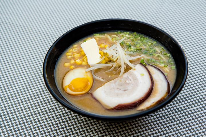 Râmen de Sapporo, au porc, miso, maïs et beurre © Camille Oger
