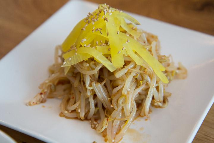 Salade de pousses de soja et de danmuji ©Camille Oger