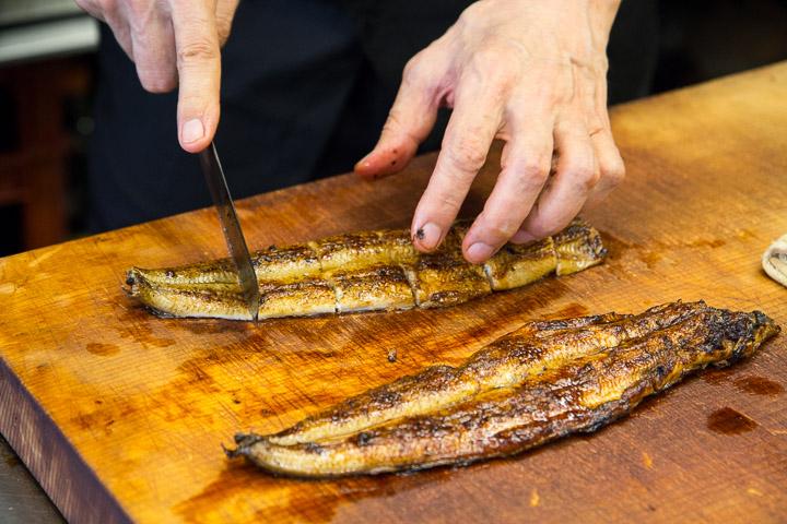 Anguille entière coupée comme il se doit ©Camille Oger