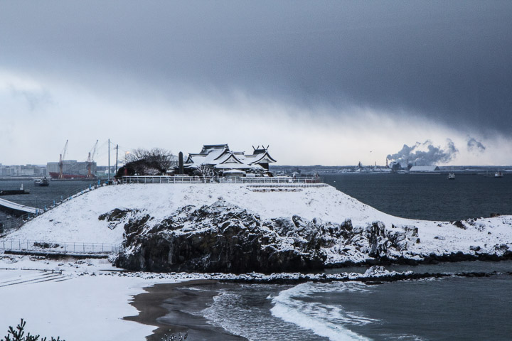 Nature, temple, usine et port © Camille Oger