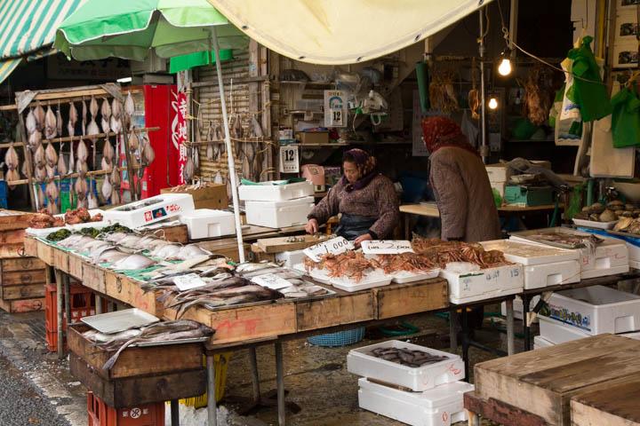 Scène de marché au port d'Hachinohe © Camille Oger