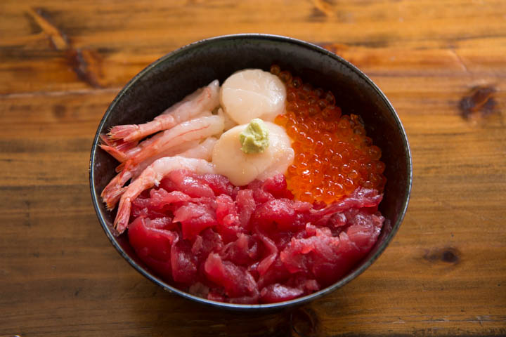 Crevettes, Saint-Jacques, thon et oeufs de saumon © Camille Oger