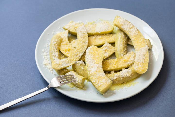 Courgettes trompettes à la vapeur, parmesan et huile d'olive ©Camille Oger