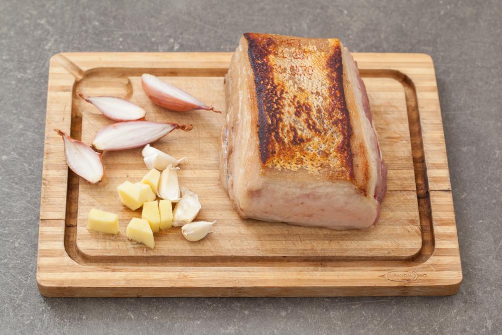 Poitrine de porc (tatoué) dorée et aromates du bouillon © Camille Oger