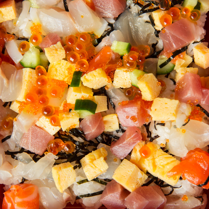 Chirashizushi ou chirashi sushi pour Hinamatsuri © Camille Oger