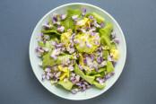 Salade de fleurs de glycine © Camille Oger